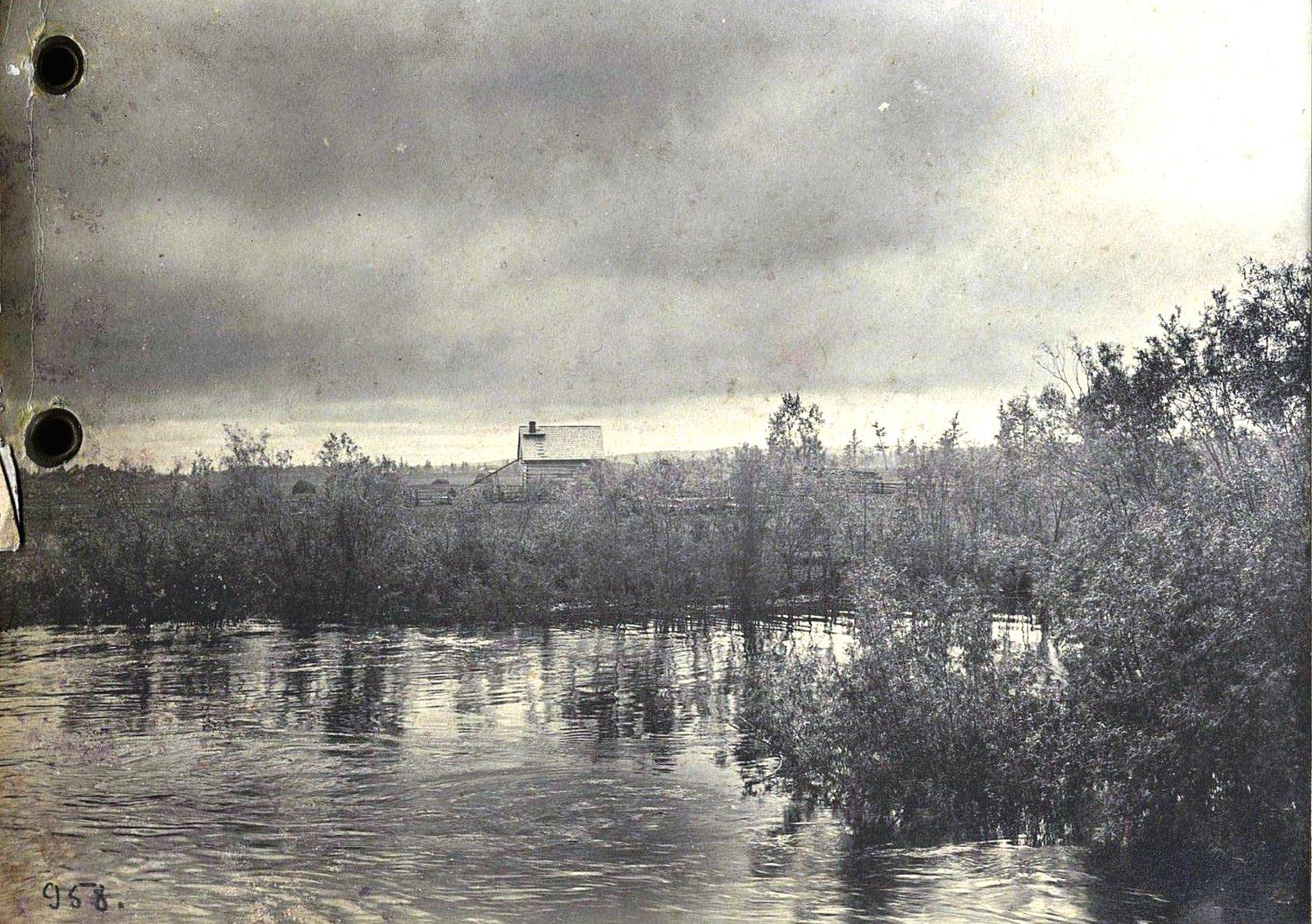 958. Путешествуя по реке (12)