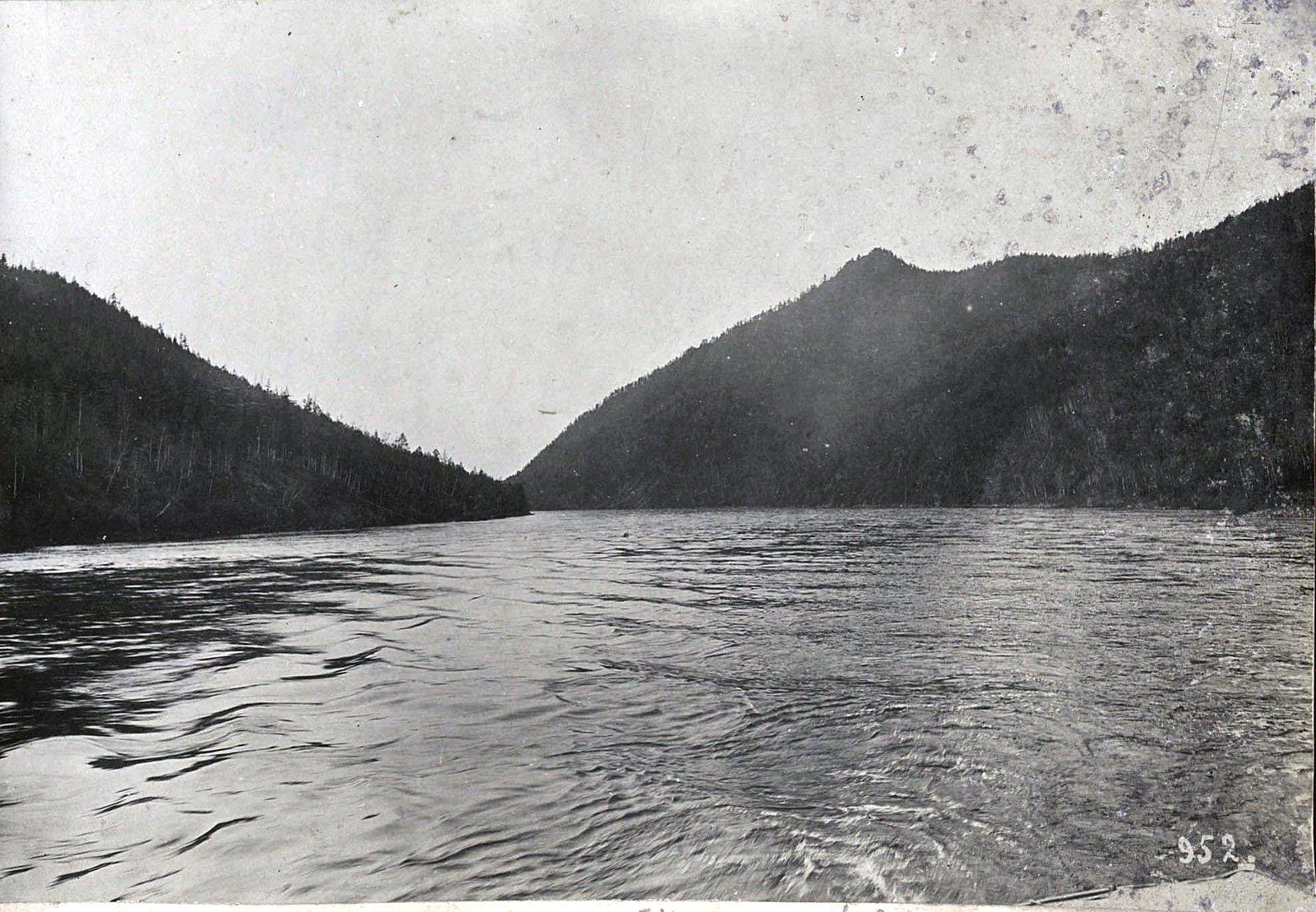 952. Путешествуя по реке (1)
