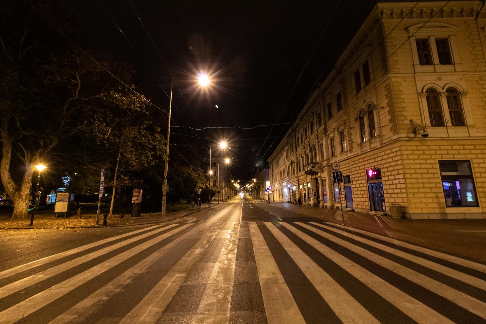 Üres utcák és síri csend mindenütt – ilyen az otthon maradt Szeged