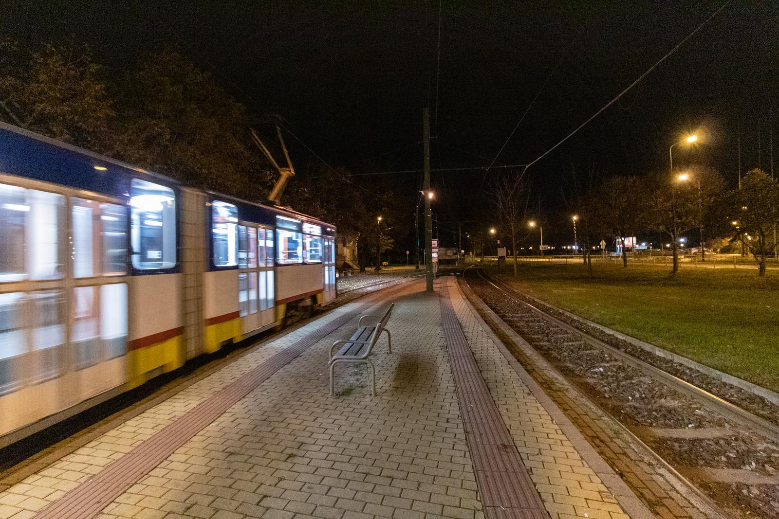Maszk nélkül sétált késő este a Kolozsvári téren, 50 ezerre büntették