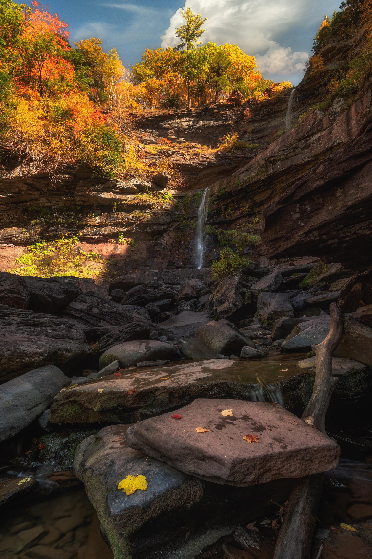 Autumn sunlight at Kaaterskill Falls. [OC][3000x2000]