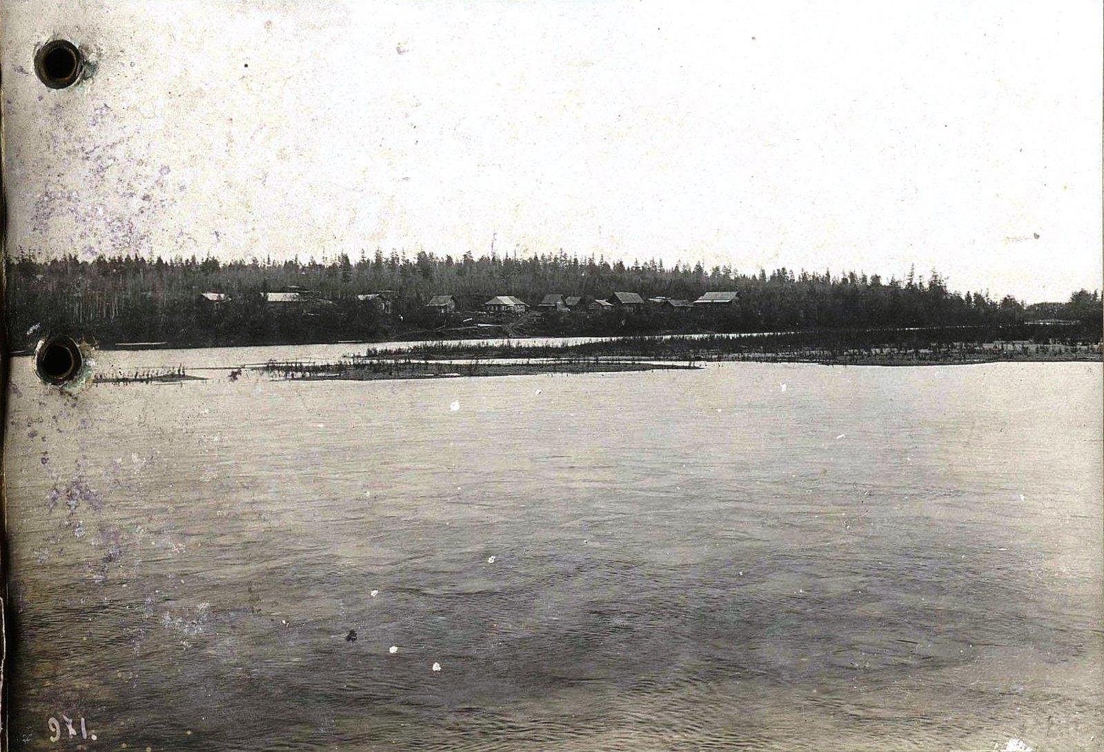 971. Путешествуя по реке (3)