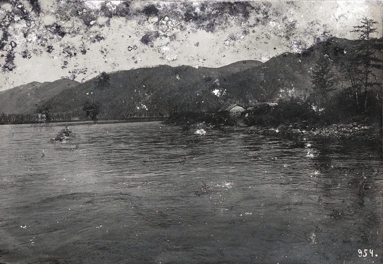 954. Путешествуя по реке (14)