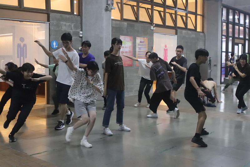 隊員們努力在動作和速度間抓取平衡。圖/吳芝頤攝