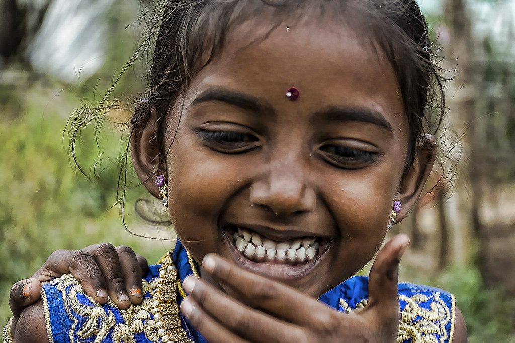 Un bambino è l'opinione di Dio che il mondo deve continuare ad esistere. Carl Sandburg