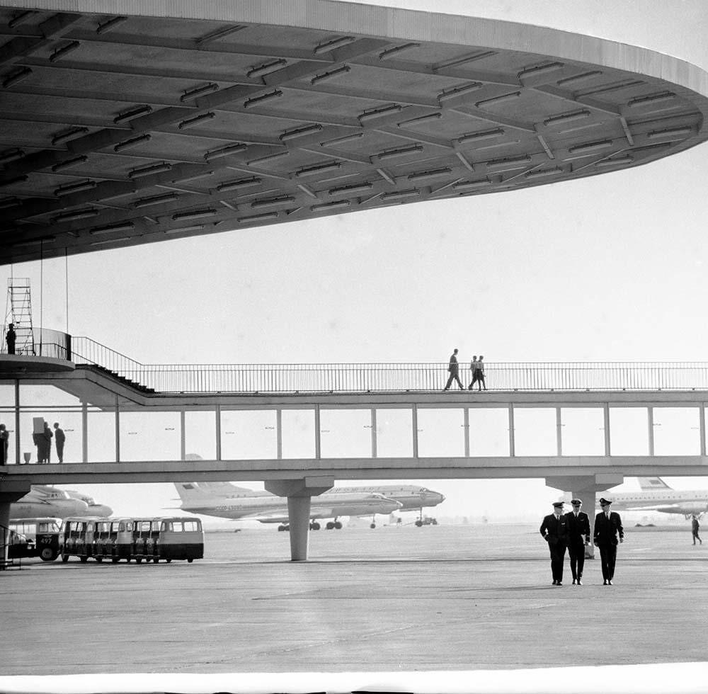 1972. Переход в аэропорту. Аэропорт Шереметьево