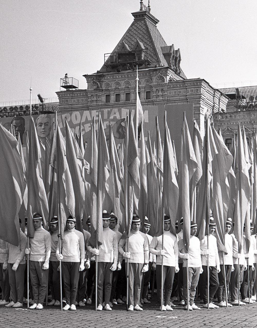 1974. Парад физкультурников. Красная площадь. 1 мая  (2)