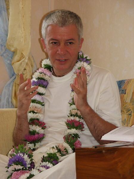 ЕМ Чайтанья Чандра Чаран Прабху, CЕМЕЙНАЯ ДУХОВНАЯ ЖИЗНЬ