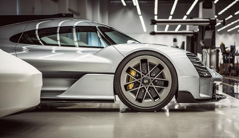 Porsche-919-Street-2
