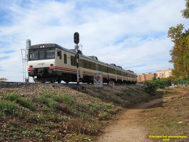 Tren de media distancia de Renfe (Regional Madrid-Valencia) a su paso por XIRIVELLA (Valencia)