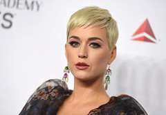 Katy Perry interprète Not The End of The World en live