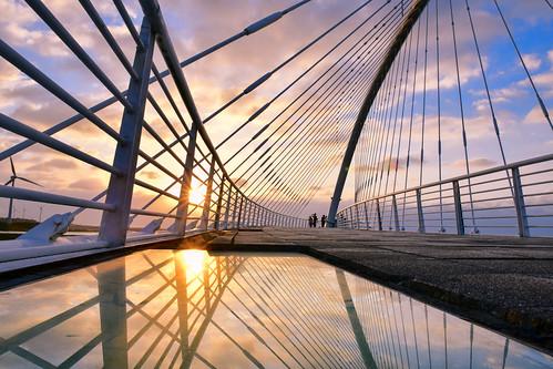 taiwan hsinchu bridge sunset reflection westcoast cloud sky sunlight xiangshan 台灣 新竹 香山區 豎琴橋 夕陽 倒映