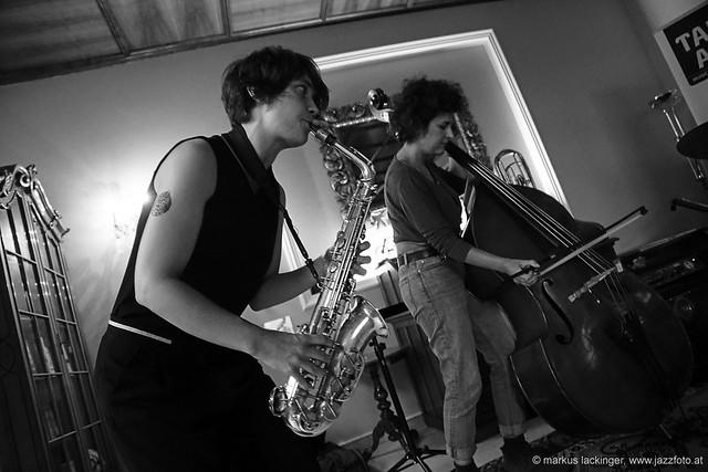 Luise Volkmann: sax / Athina Kontou: double bass