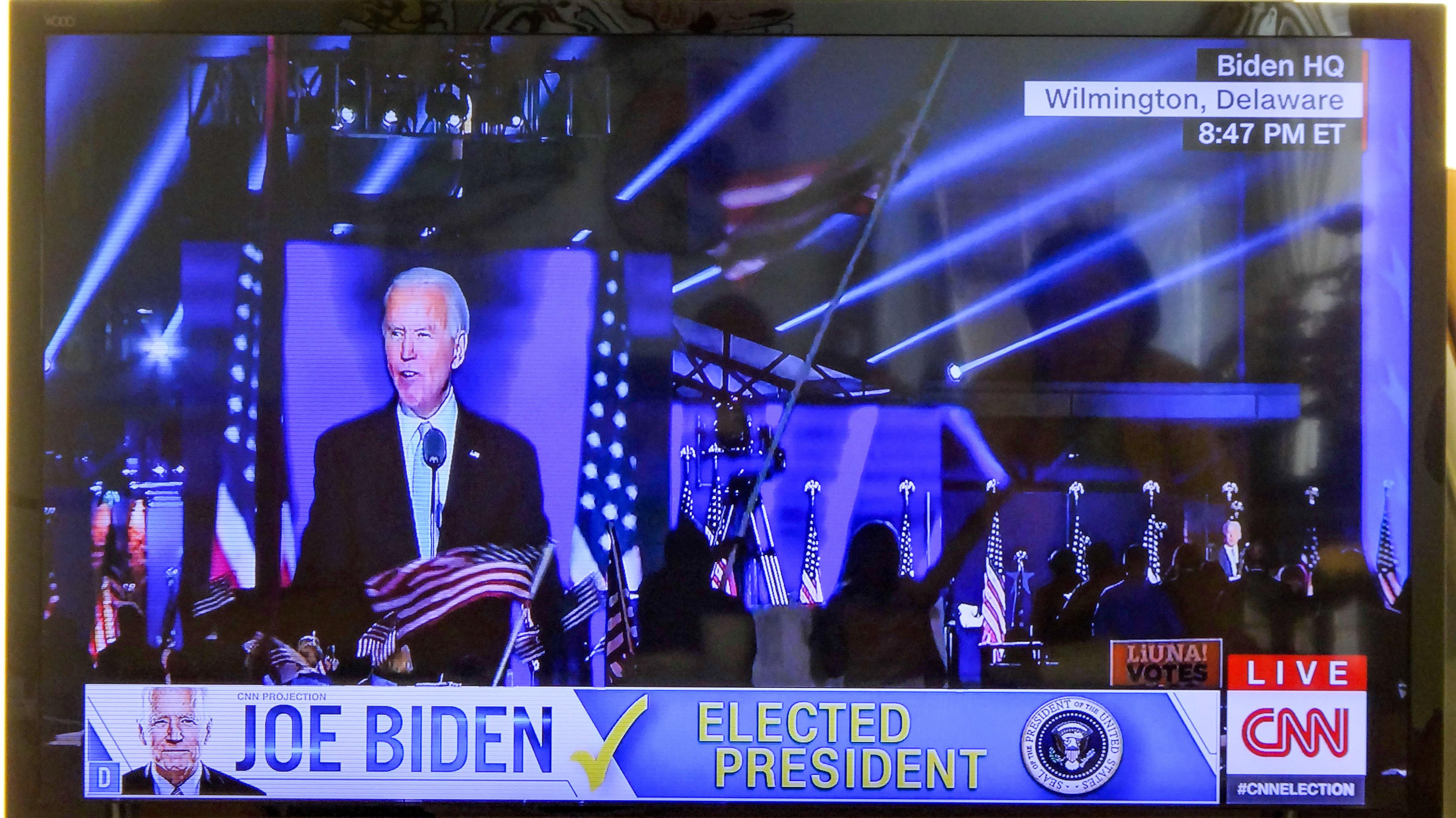 地元ウィルミントンの広場で「勝利宣言」するバイデン次期大統領(CNN生中継より)