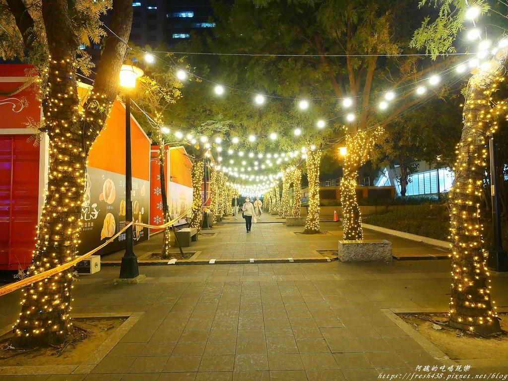 5站前廣場旁的人行步道
