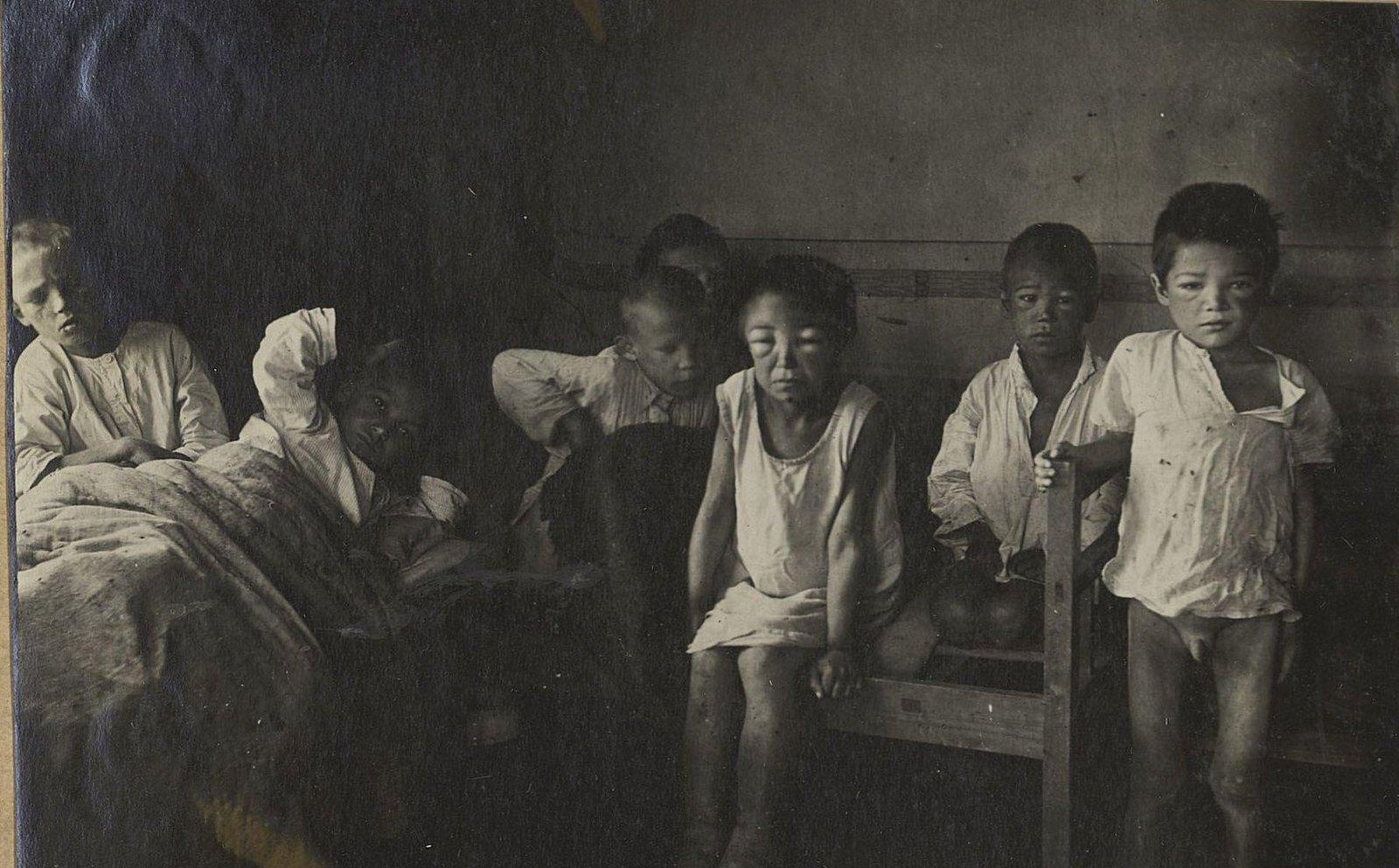 Опухшие от голода дети(Самарская губ.)