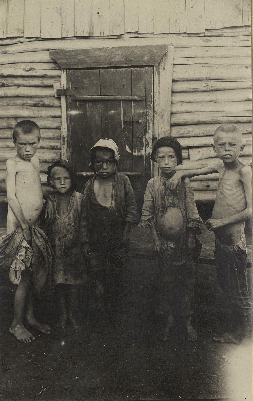 Голодные дети мусульман из приёмника № 17 (Самарская губ., Бугурусланский уезд, г. Бугуруслан)