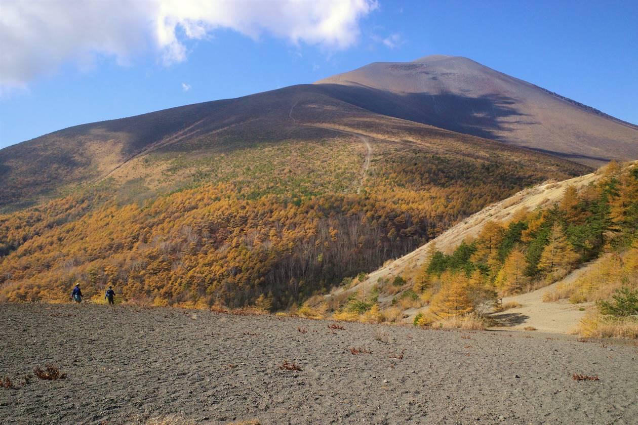 【長野・軽井沢】紅葉する浅間山