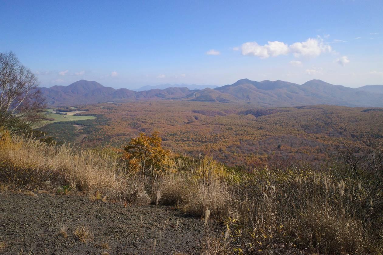 小浅間山山頂から眺める軽井沢高原の紅葉風景