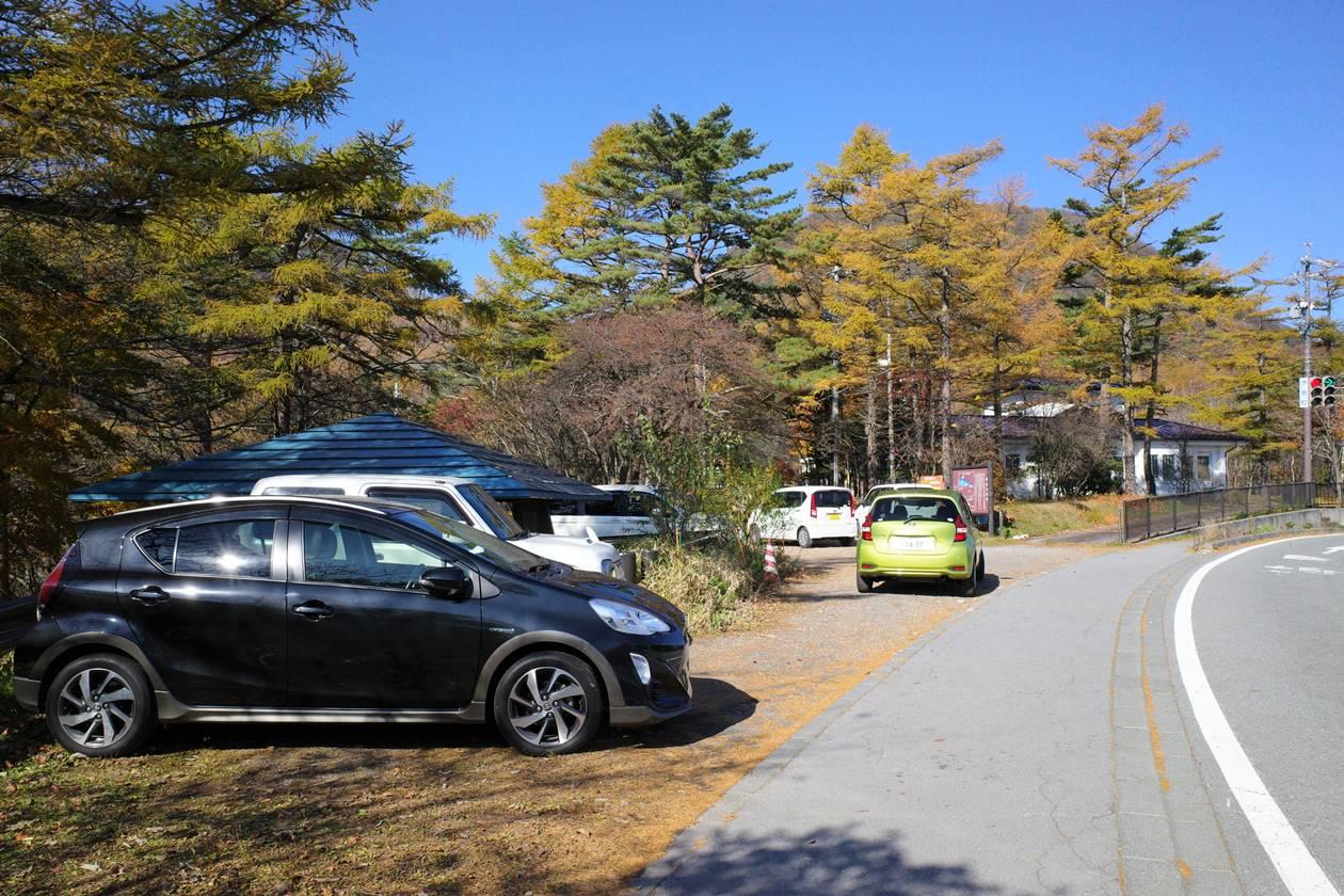 小浅間山登山口駐車場(峰の茶屋前)