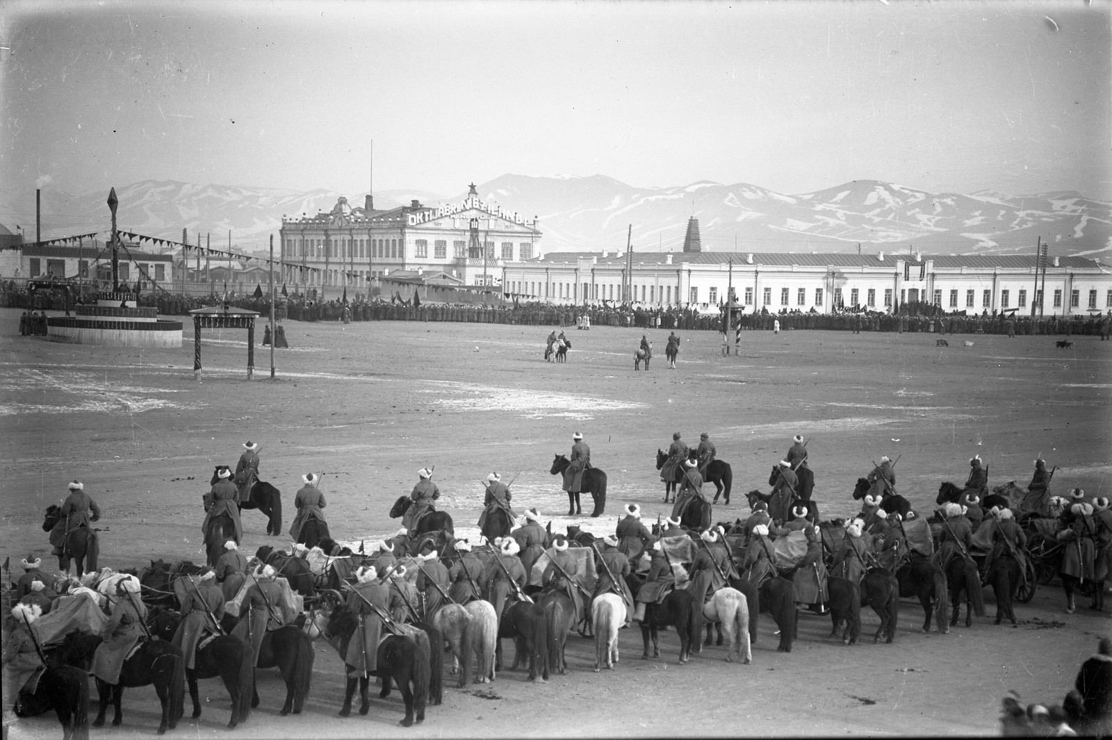 1930-е. Празднование Октябрьской революции в Улан-Баторе (3)
