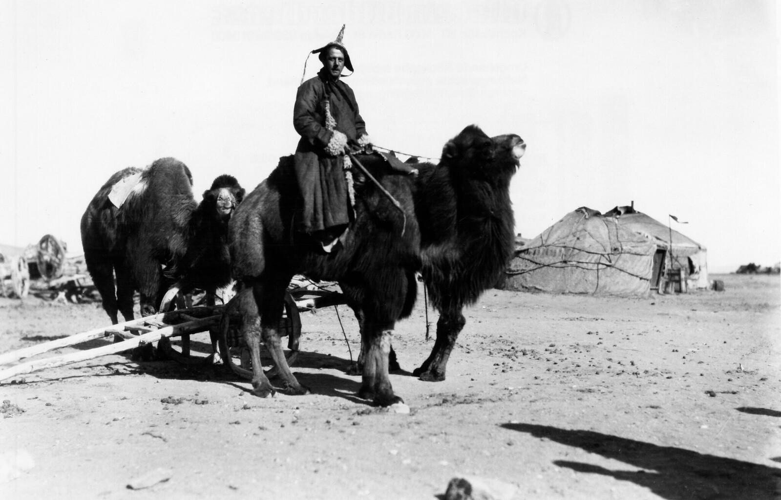 1928. Лагерь кочевников на пограничной станции, между Монголией и Китаем