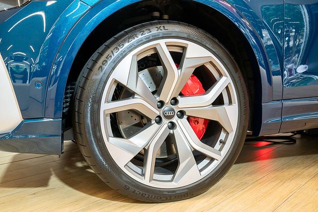 Audi RS Q8_4