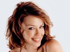 Kylie Minogue rêverait de collaborer avec ces trois jeunes chanteuses