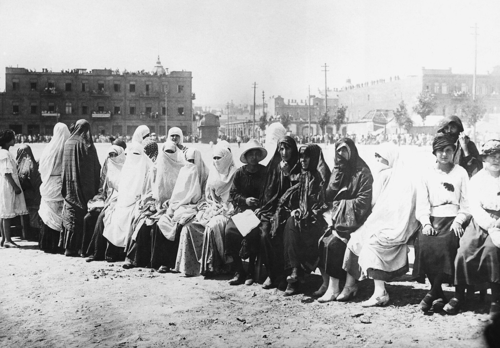 1921. Женщины-члены Монгольской коммунистической партии