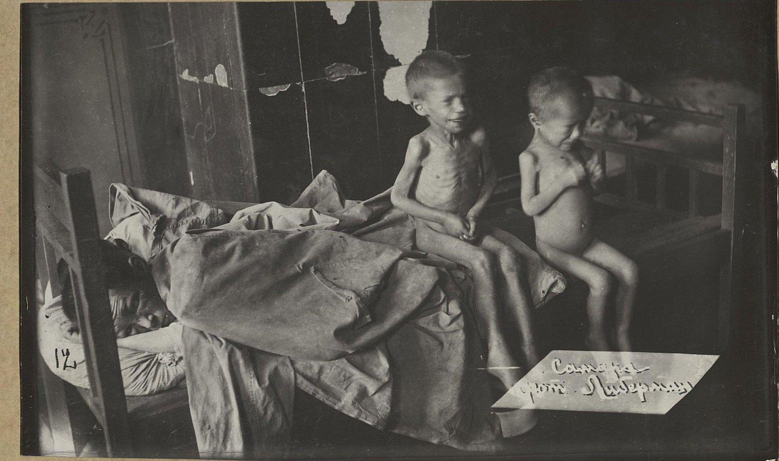 Палата для тяжелобольных детей. По двое на одной койке (Самарская губ., Бугурусланский уезд, г. Бугуруслан)