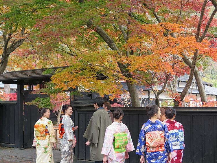 berjalan-jalan di kota samurai