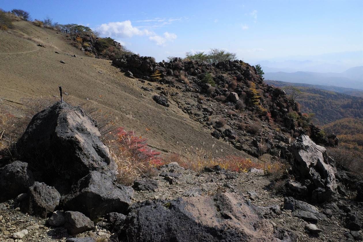 小浅間山 登山道の岩場