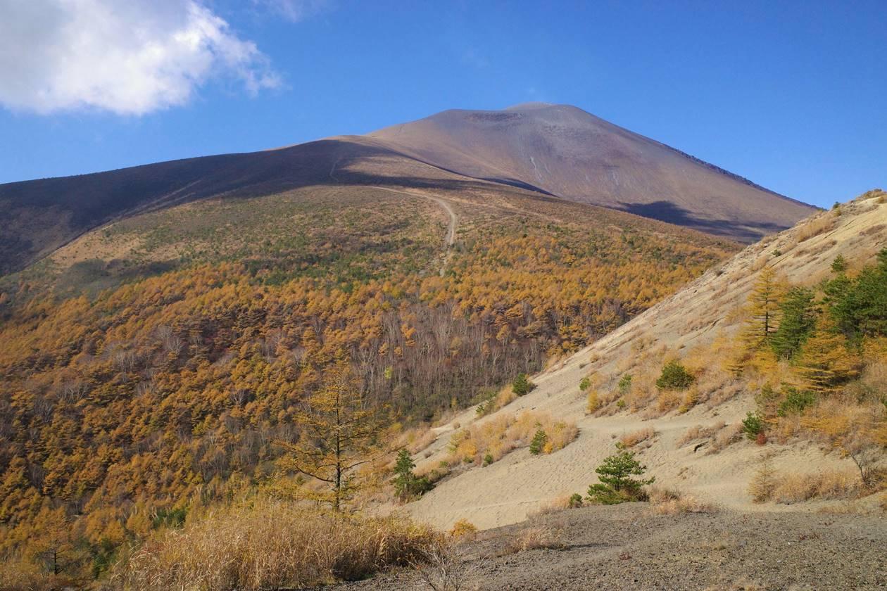 【登山】小浅間山から眺める浅間山と紅葉
