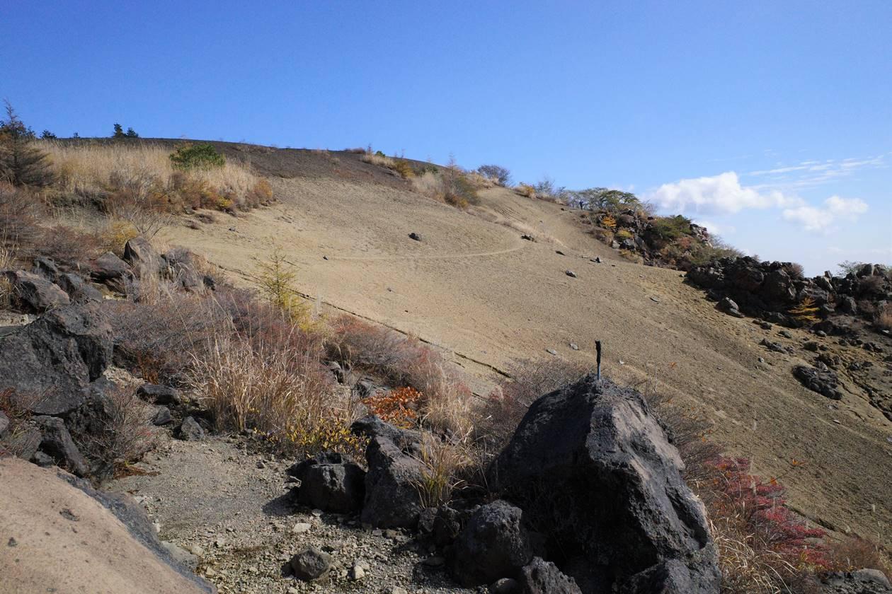 小浅間山 砂地のトラバース路