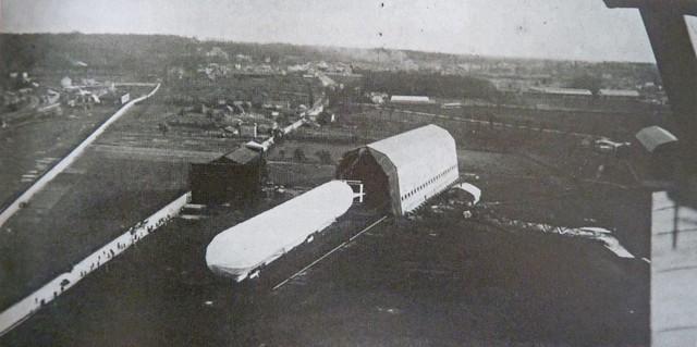 Saint-Cyr Bas Anciens Aérodromes ballon dirigeable devant hangar