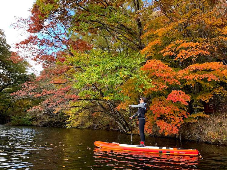 aktivitas paddleboarding di Jepang