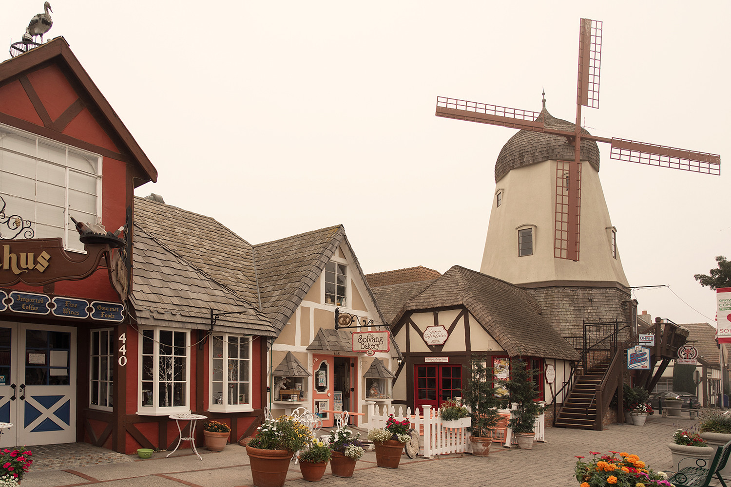 06solvang-california-roadtrip-travel-architecture-windmill