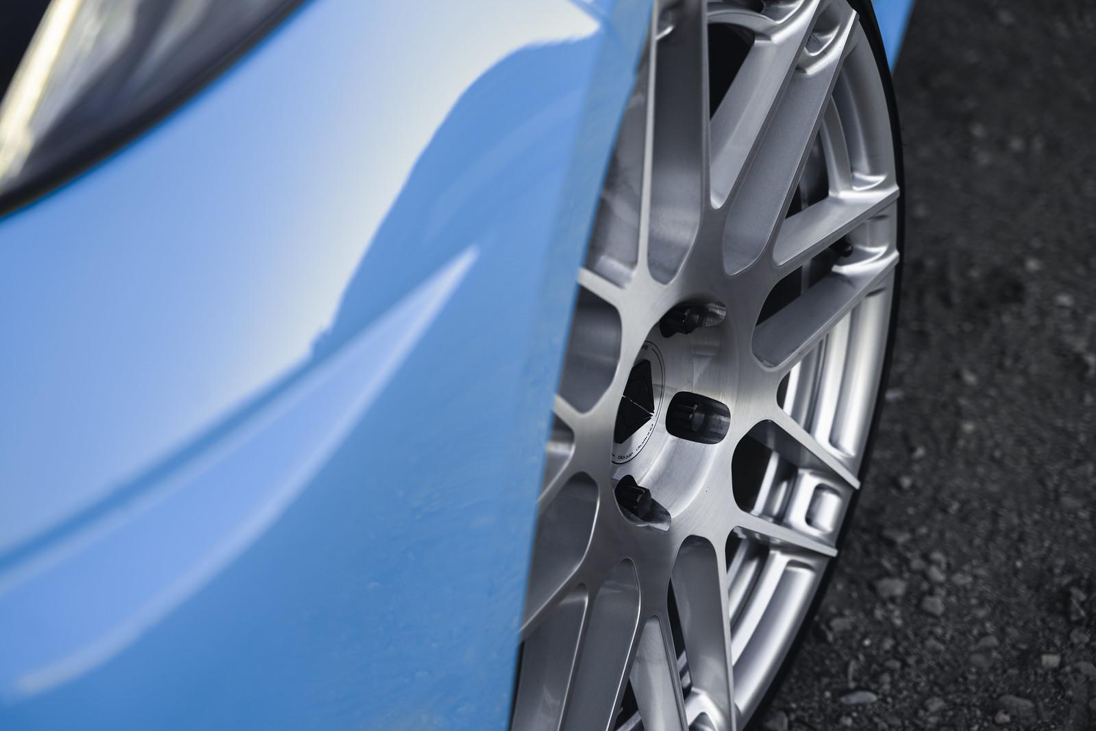 2020_Chevrolet_Corvette_C8_Rapid_Blue_BDF12_Brushed_Silver_7