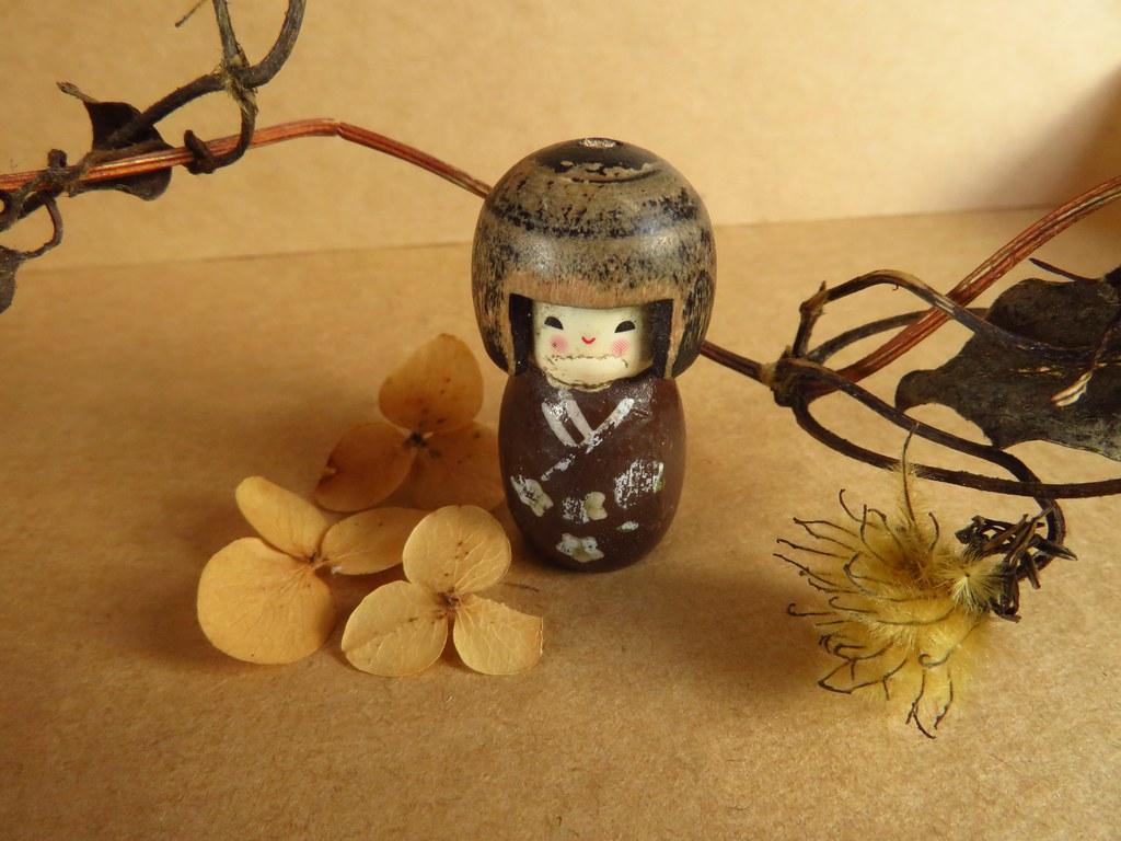 Kleines Stillleben mit Kokeshi