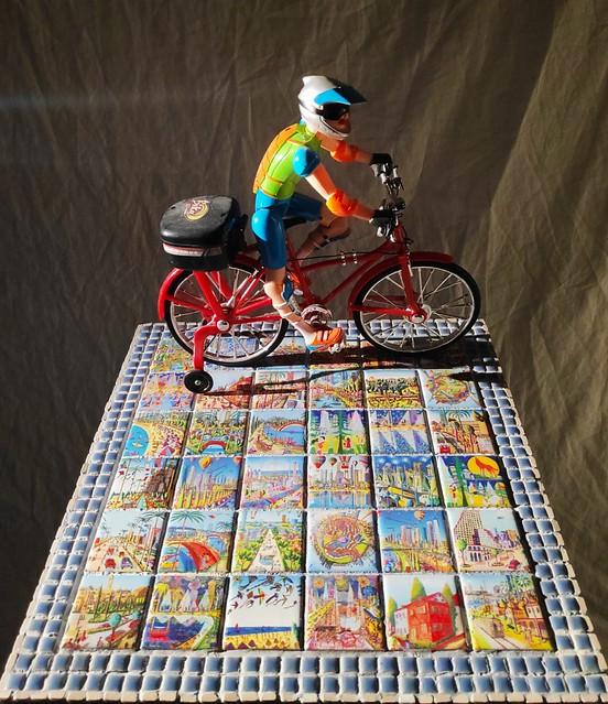רחל פרנק rachel frank יוצרת בפסיפס יצירה  רפי פרץ צייר אמן  בפסיפסים שולחן פסיפס  ריהוט מוזאיקה שולחנות הפסיפס רהיטים הפסיפסים אמנית ציירת אמנות מוזאיקות ישראלית עכשווית מודרנית