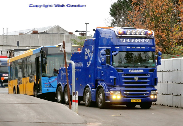 Scania R620 VJ92165 delivers VDL ARRIVA 1430 to be scrapped