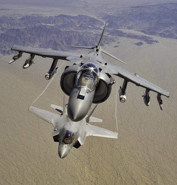 F-35B_8-27-2013_AV-8B_F-35B_8-27-2013_SCY_5464_LR_c