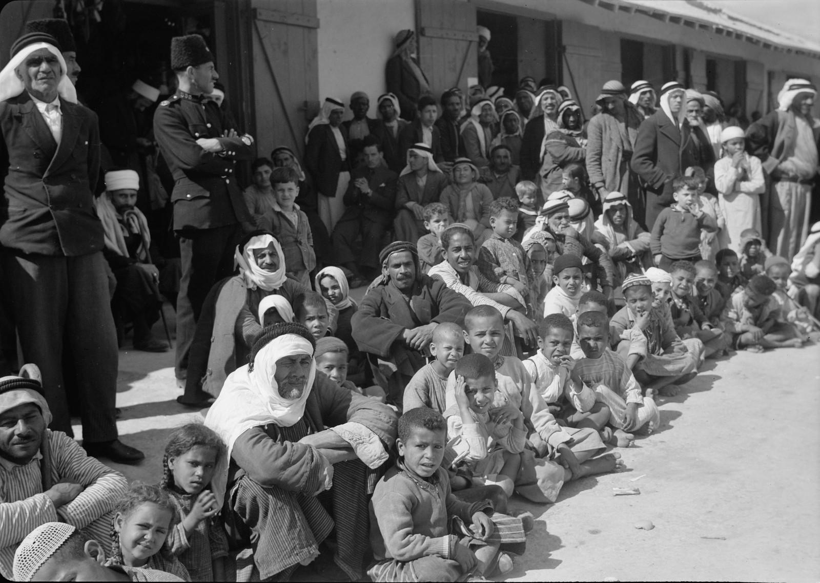 13. Дети Иерихона слушают оркестр Арабского легиона