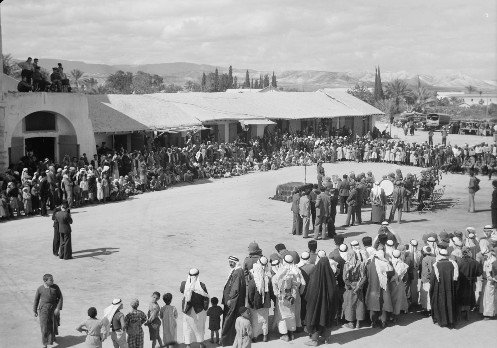05. Мероприятие на площади Иерихона, в центре - оркестр Арабского легиона