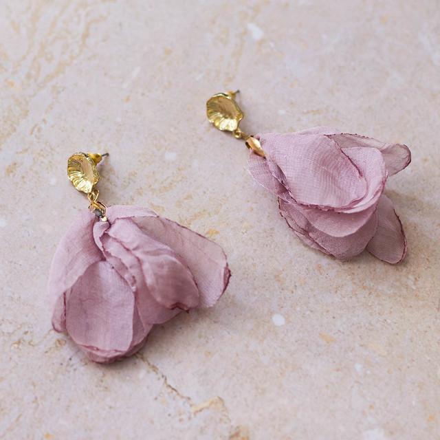 Pendientes pétalos rosas producto