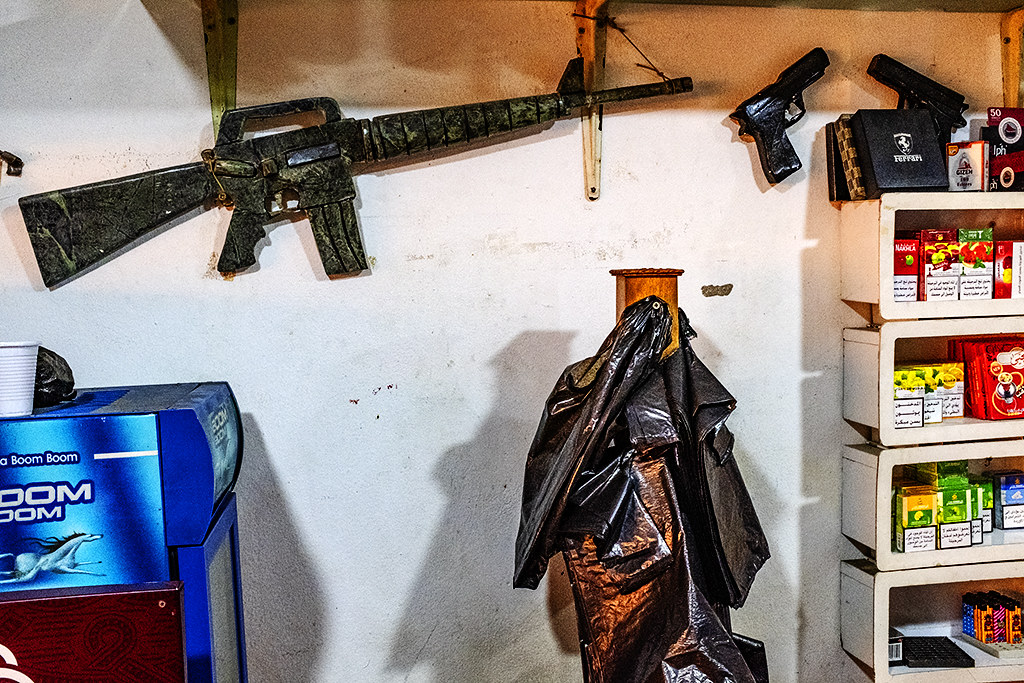 Fake M-16 and handguns behind counter at convenience store--Maghdouché,