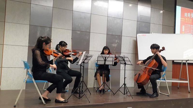 音樂系學生帶來弦樂四重奏表演。圖/陳宏駿攝