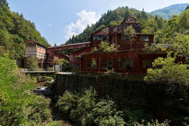 Red mine, Italy