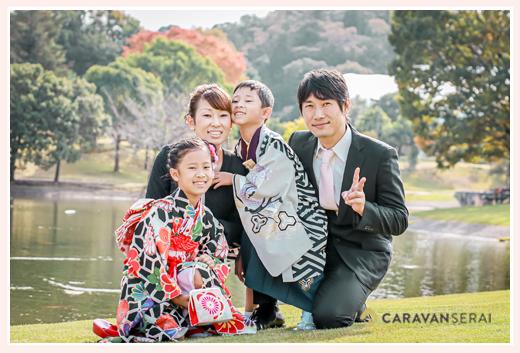 七五三と1/2成人式の後撮り フォレスタヒルズの庭園(芝生)の上で家族写真
