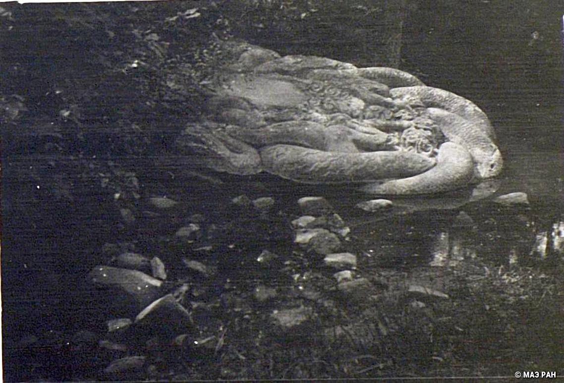 Скульптура «дракон, упавший с неба» в Нанкине